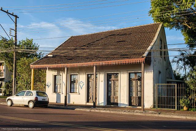 Casa com lambrequins na Avenida Anita Garibaldi