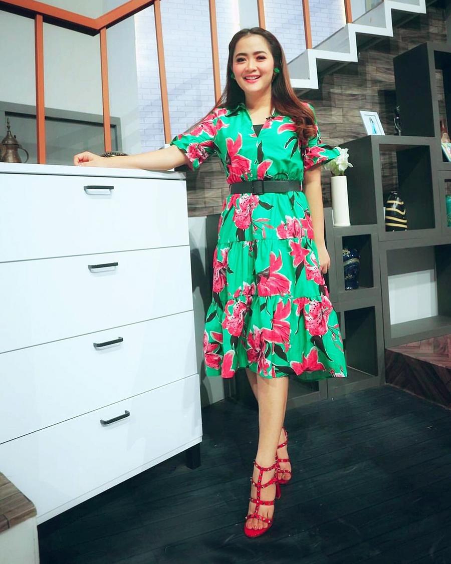Midi Dress Floral manis dan cantik Vega Darwati