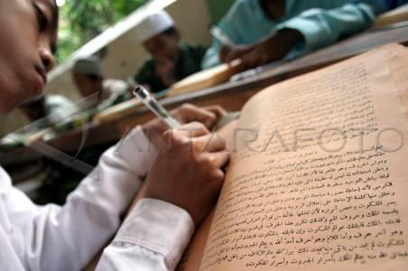 """Kitab """"Kuning"""" Literatur Peneliti Dunia Rujukan Memahami Ajaran Islam"""