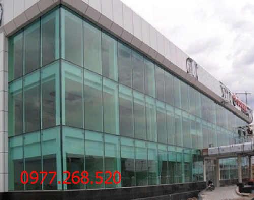 Báo giá vách kính cường lực showroom chất lượng