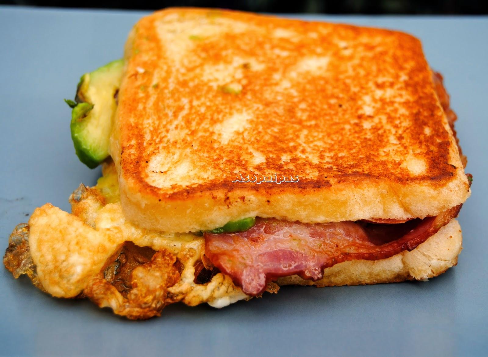 Sandwich de Huevo Frito y Aguacate