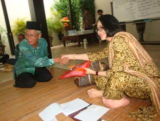 Suku Jawa adalah salah satu suku bangsa di Indonesia yang memiliki falsafah dan pandangan hidup yang sangat maju jauh sebelum bangsa - bangsa lainnya mengenal peradaban yang maju seperti sekarang.