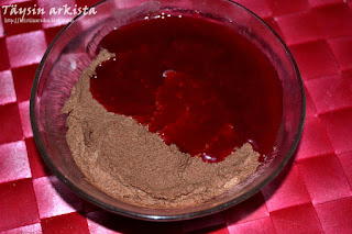 Suklaamousse ja vadelmakastike