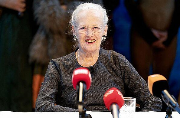 Queen Margrethe held a press conference about the new ballet, The Snow Queen in the Tivoli Concert Hall. Oh Land