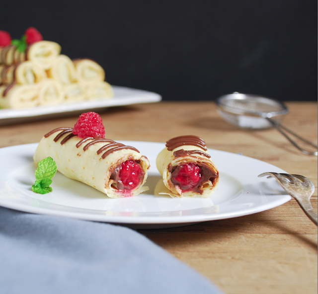 Crepes rellenas de chocolate y frambuesa - Dulces bocados