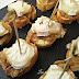 Bocados de queso de cabra con cebolla caramelizada