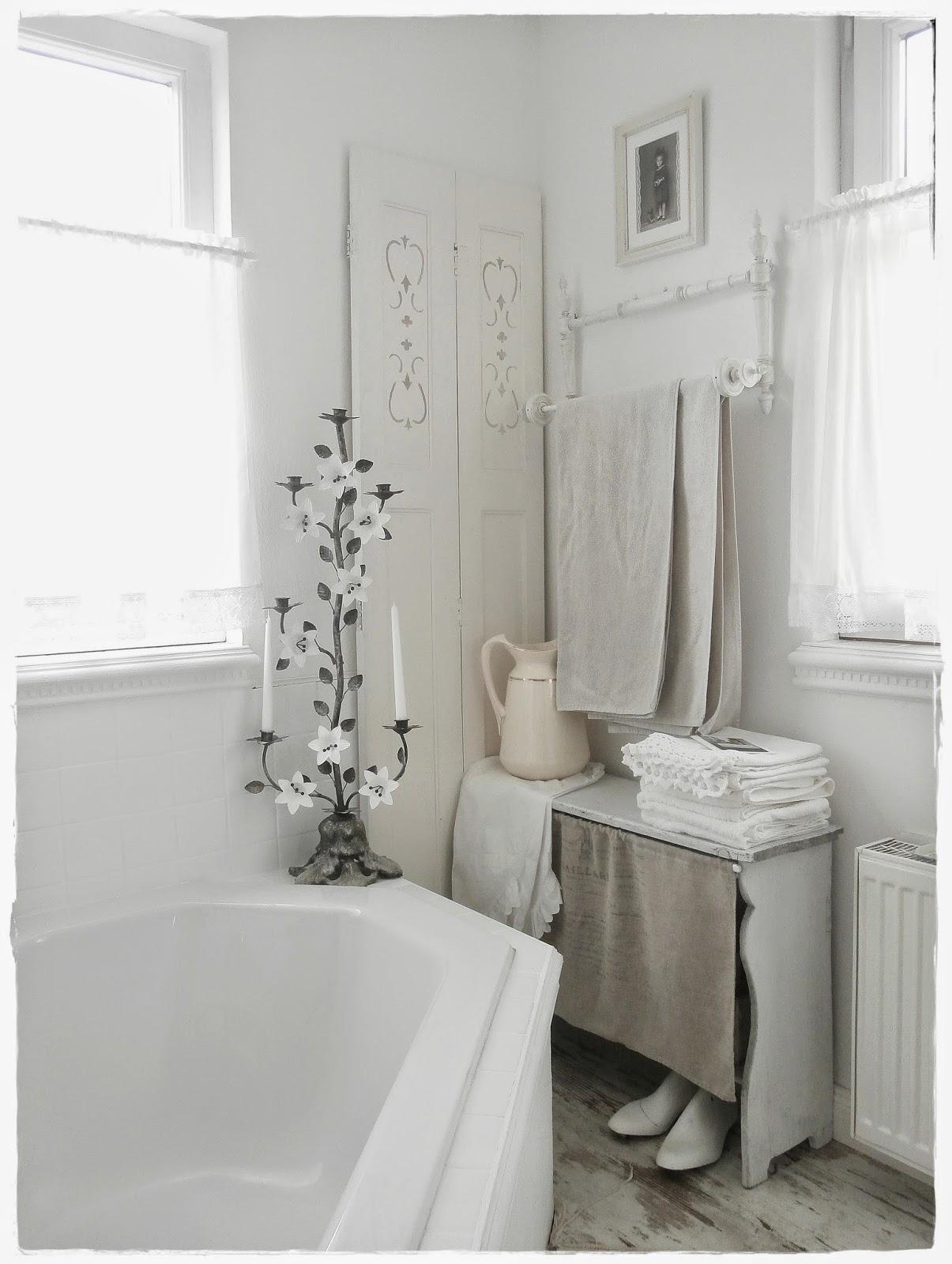 shabby and charme una favolosa stanza da bagno in stile shabby chic. Black Bedroom Furniture Sets. Home Design Ideas