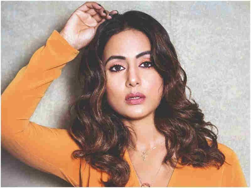 Hina Khan folded hands to 'Nagin 5' team, fans desperate to see Surabhi Chandna's Nagin avatar