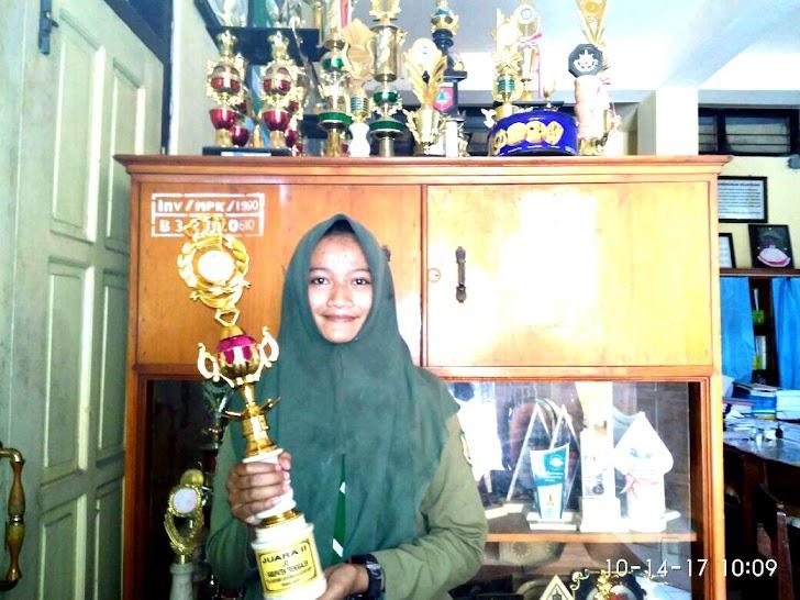 Dini dwi apriliana, raih Juara II LKS Tata Busana Se Kabupaten Trenggalek.