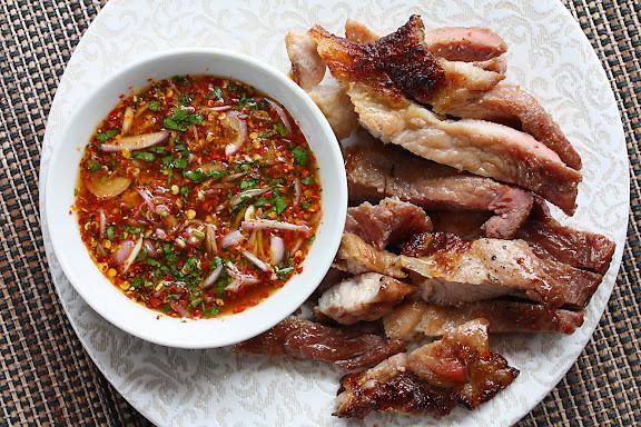 kor moo yaang grilled pork neck