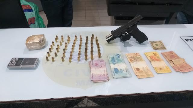 Casal é preso por suspeita de tráfico de drogas e porte ilegal de arma de fogo, em Pinheiro