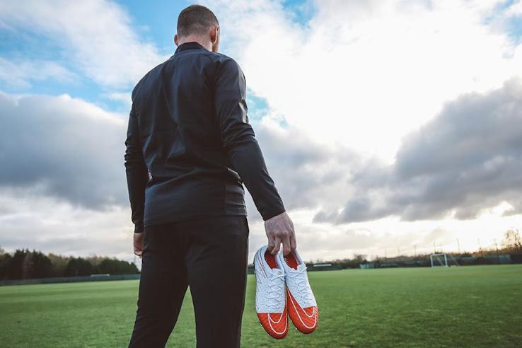 Nike lanzó los nuevos botines en honor al récord de Wayne Rooney