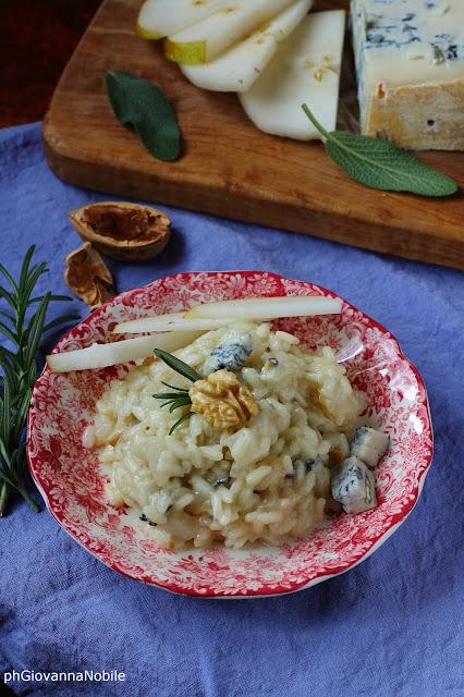 Risotto con gorgonzola, pere, noci e nocciole