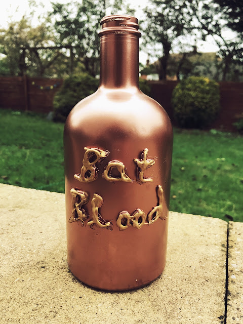 Spooky bottle 'Bats Blood' DIY Halloween crafts