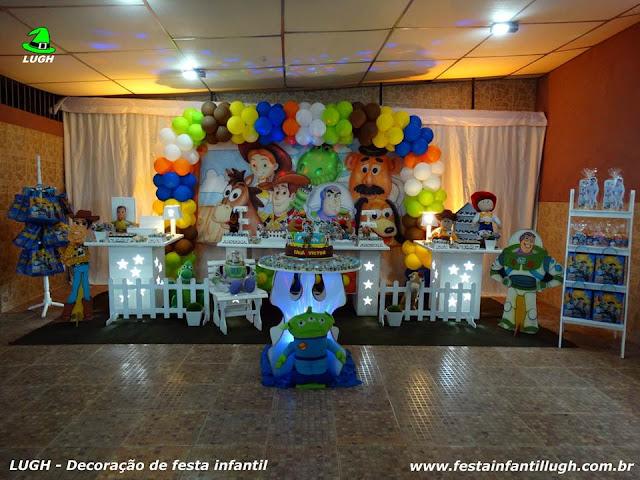 Mesa decorada com o tema Toy Story - Festa de aniversário infantil de meninos - Provençal luxo