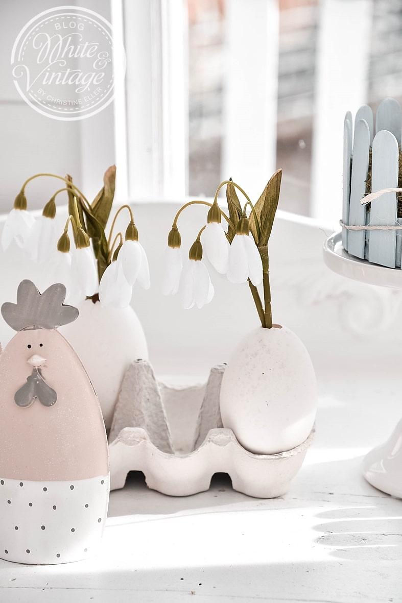 Eiervasen mit Schneeglöckchen.