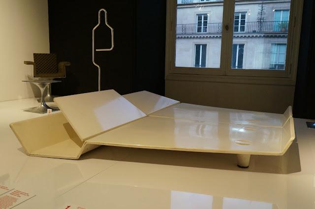 Roger Tallon  Lit Métamorphique - galerie Jacques Lacloche - 1966  Serviteur muet - chaise - table basse - Module 400  - 1966