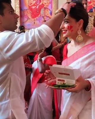 বিপাশা বাসুর বিজয়া দশমী কেমন কাটলো। How did Bipasha Basu's Vijaya Dashami.