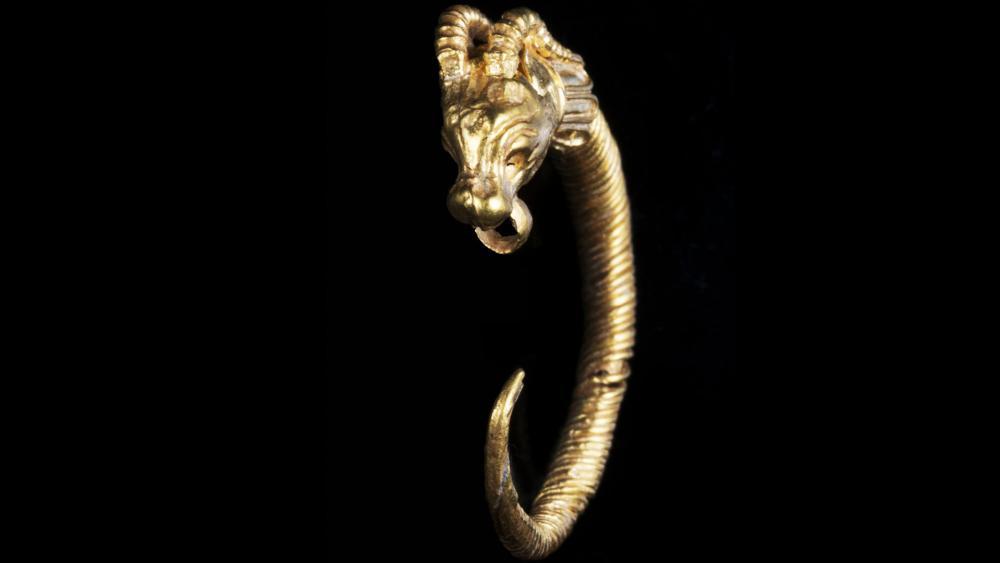Η Ισραηλινή Υπηρεσία Αρχαιοτήτων επισημαίνει πως η τεχνική του κοσμήματος  συμφωνεί με την τεχνική των κοσμημάτων της πρώιμης ελληνιστικής περιόδου –  3ος ή ... f8184ac1023