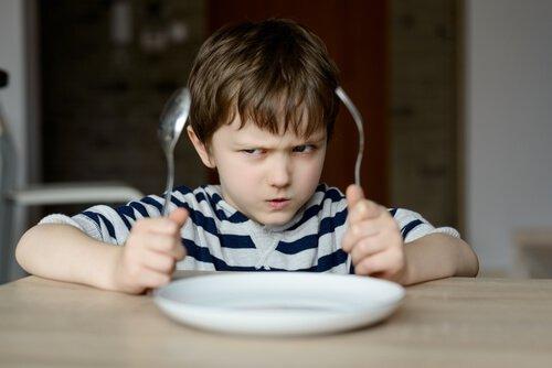 Por qué no podemos obligar a los niños a comer