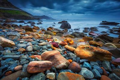 Paisaje en una playa rocosa