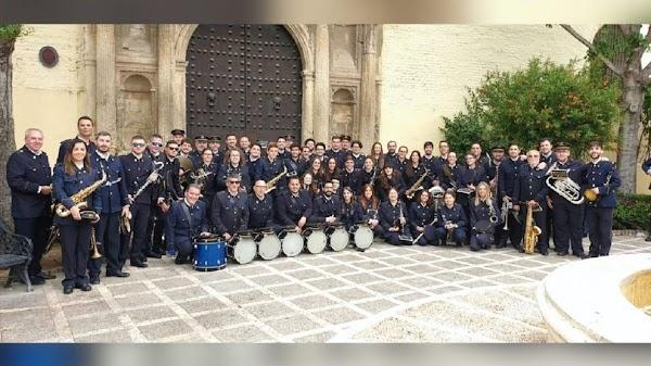 La Hermandad de los Estudiantes de Sevilla abona a la Banda de Música de Alcalá parte de su contrato