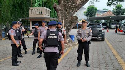 Polres Serang Bersama Jihandak Sat Brimob Polda Banten Lakukan Lakukan Sterilisasi Jibom Digereja GKR