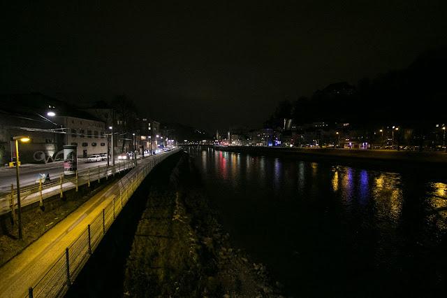 Vista sul fiume Salzach di notte-Salisburgo