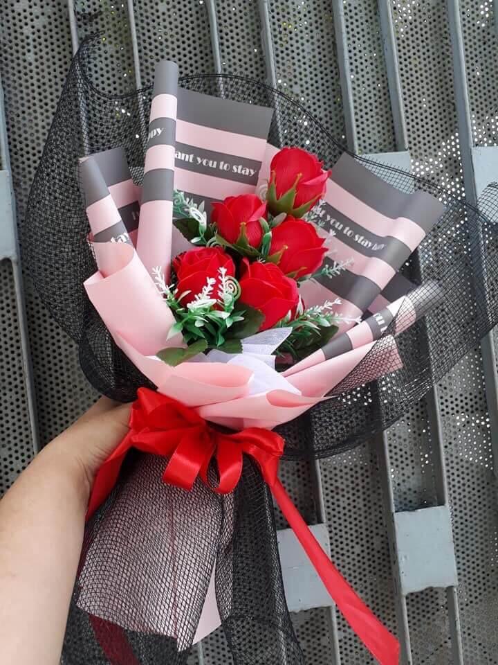 Bó hoa hồng 5 bông màu đỏ