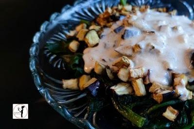 spinaci-con-cubetti-di-melanzane-in-friggitrice-ad-aria-e-ganache-di-formaggio-di-capra