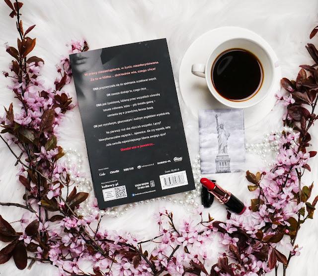 K.N Haner jest jedną znajpopularniejszych autorek, której książki pokochały miliony kobirt. Nik nie pisze tak jak ona.