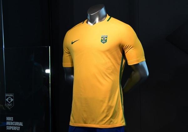 d455f5d356b6e Brasil divulga camisa do futebol para o Rio 2016 - Show de Camisas
