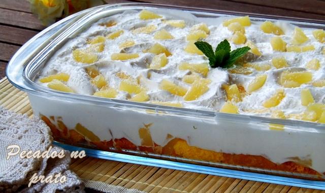 Sobremesa fria de ananás e pão de ló