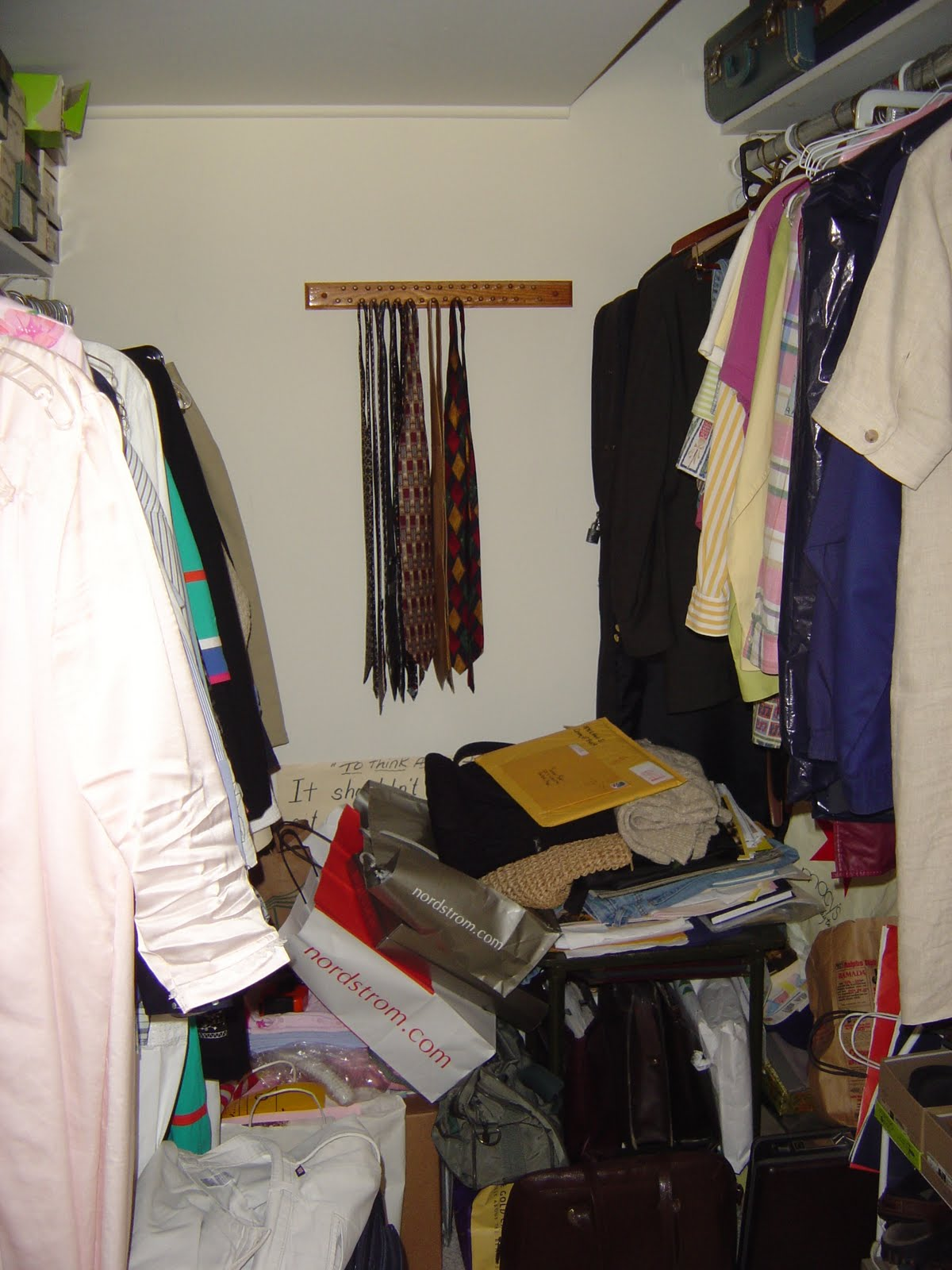 Organizing Made Fun: How I organize my bedroom: My closet!