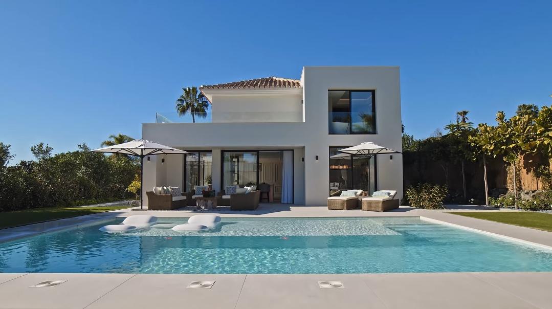 29 Interior Design Photos vs. Villa Bodega Marbella Tour