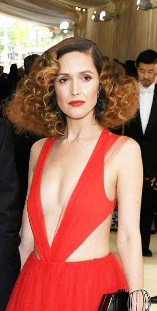 Rose Byrne Shows Off Her Sexy Body in Red Outfit Navel Queens
