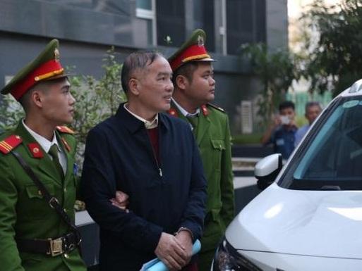 Để có tiền tỉ mua sữa cho con, nên bị cáo Hoàng Duy Quang ký thẩm định giá AVG