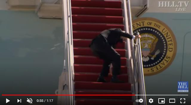 Viral- Τζο Μπάιντεν:Ο επιμένων νικά-Έπεσε τρεις φορές μέχρι να φθάσει στην κορυφή του Air Force One (video)