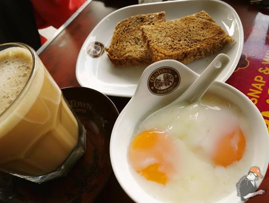 Set Roti Bakar dengan Telur Separuh Masak