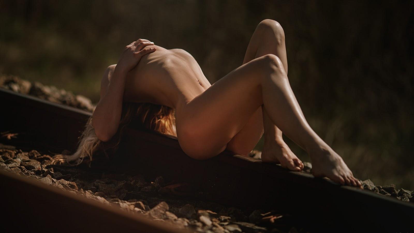 Wallpaper, sexy wallpaper, ragazze nude, wallpaper pc, nudo artistico, donna nuda, binari, tramonto, sensuale