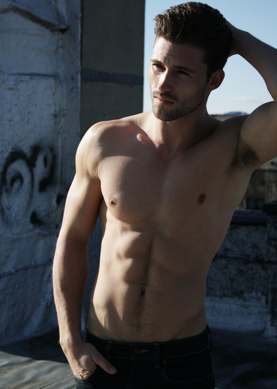 Arthur-Keller-handsome-shirtless-male-model-arthurdotk