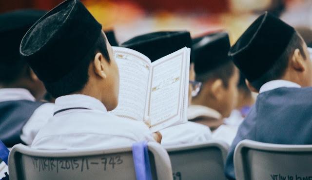 Mendidik Anak Dengan Al-Qur'an, Awal Yang Indah Berbuah Masa Depan Cerah