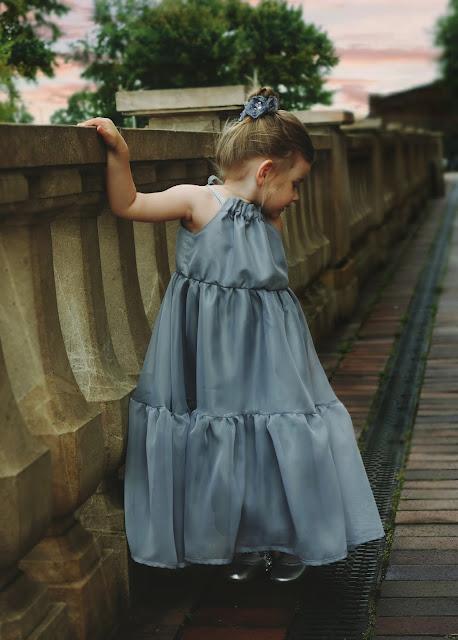 balowa suknia dziewczęca,