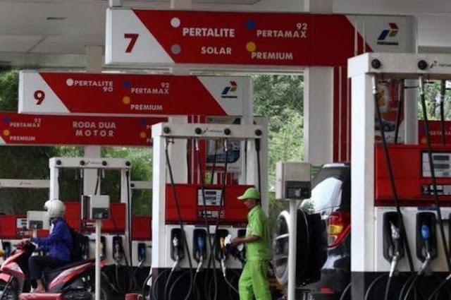 Indonesia Jadi Satu-satunya Negara di Asia Tenggara yang Tak Turunkan Harga BBM
