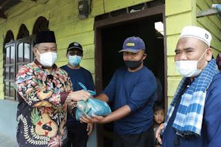 Bupati Dairi Dagikan Daging Qurban Door to Door ke Warga