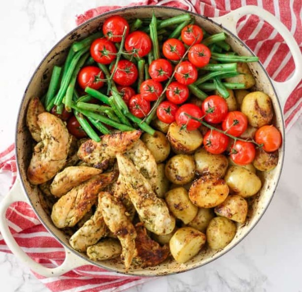 One Pan Pesto Chicken Bake #healthy #chicken