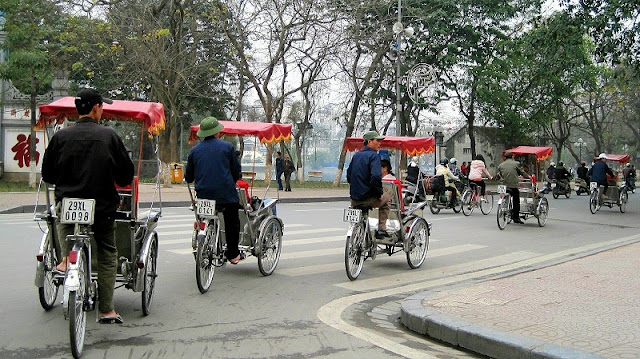 Discover Hanoi Old Quarter with Cyclo  1