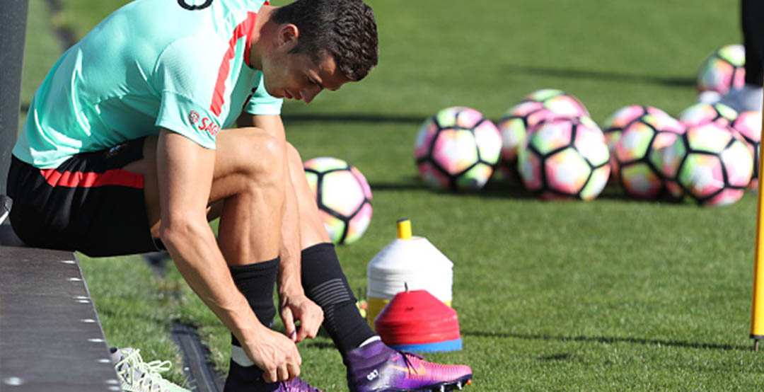 136d37e6bca2 Cristiano Ronaldo Trains in Custom Nike Mercurial Superfly Floodlight Pack  Boots