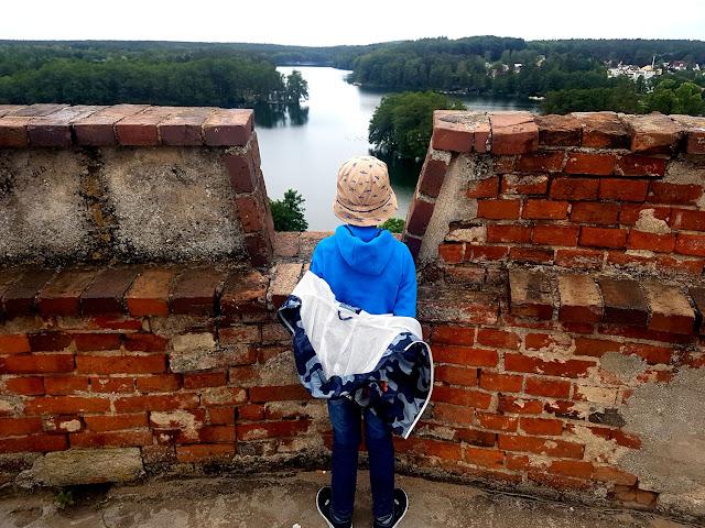 Jednodniowe wycieczki z dziećmi nad jezioro. Osadnik Gajówka i Łagów Lubuski - podróże z dzieckiem - wakacje z dzieckiem w Polsce - zbiornik Jeziorsko na Warcie