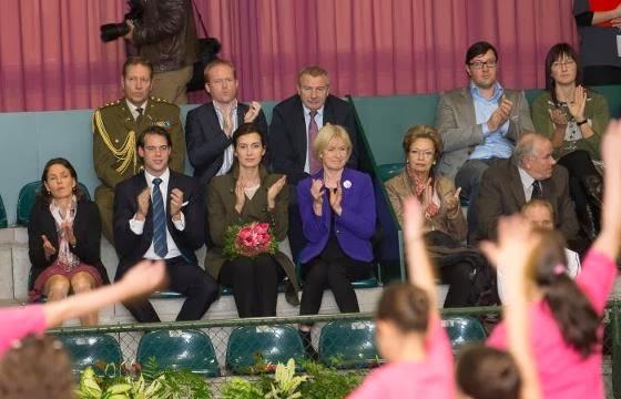 a rózsák parazitáinak székletét adományozza Luxembourg)